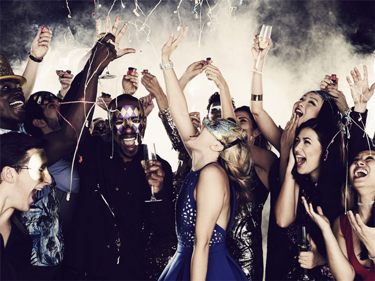 Leggi news | Feste di capodanno a Bergamo e Milano | Notte con musica e balli