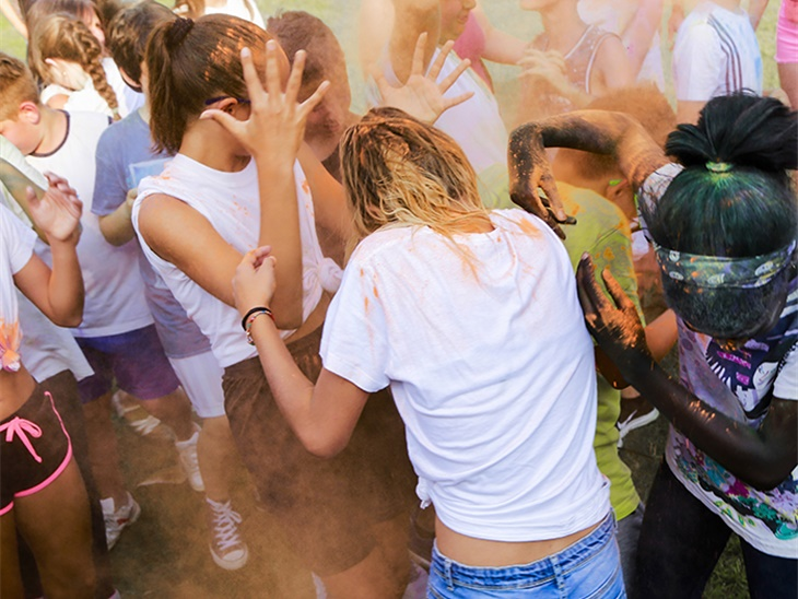 Leggi news | Color party Bergamo | Sangiu Summe Village Seriate